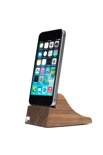 PhoneTray for iPhone SE made out of Walnut wood
