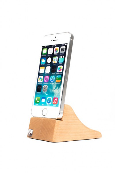 PhoneTray for iPhone SE made out of Cherry wood